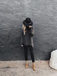 Esto sucede cuando combinas lo 'boho' y lo 'all black'. #kidoutfits