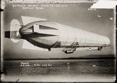 Zeppelin airship in flight. Photographed on a glass negative,åÊ July 4, 1908 and first published by Bain News Service.