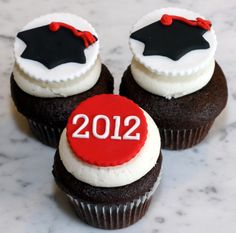 Graduation Day Cupcakes from The Cupcake Shoppe in Raleigh http://readeatrepeat.com