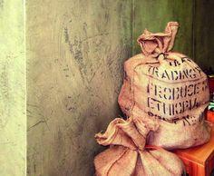 Ladenbau - Wand in Betonoptik Burlap, Reusable Tote Bags, Wall Panelling, Hessian Fabric, Jute, Canvas