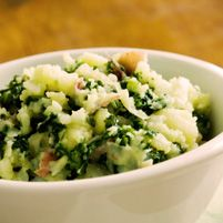 Potatoes With Kale - Dr. Weil's Healthy Kitchen. This looks like a nice, cozy bowl of love. I could see it working well with a scoop of creamy beans, or on top of veggie shepherd's pie...