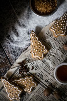 What would Christmas be without some decorated honey gingerbread cookies shaped like Christmas trees?