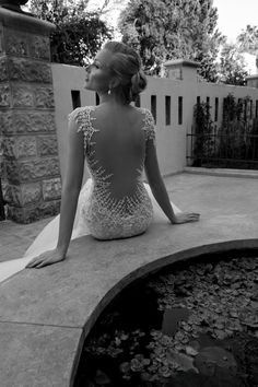 i'm so not the been-planning-my-wedding-since-i-was-ten kind of girl but..this dress is incredible
