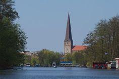 vor der Schleuse Rostock