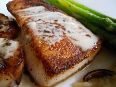 Chilean Sea Bass and Wild Scallops with Shiitake Risotto and Fresh Asparagus(Fresh Asparagus Recipes) Fish Recipes, Seafood Recipes, Cooking Recipes, Recipies, Cooking Fish, Entree Recipes, Yummy Recipes, Medan, Fresh Asparagus