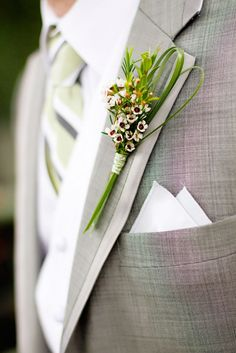 I love this understated but not too boho boutonniere