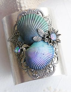 *¨¨*✿Handmade Seashell Jewelry for Mermaids & Ocean Dreamers✿*¨¨* About My Process *¨¨*✿*¨¨*✿*¨¨*✿*¨¨* I start with real seashells, hand plucked Seashell Painting, Seashell Art, Seashell Crafts, Beach Crafts, Stone Painting, Shells And Sand, Sea Shells, Seashell Projects, Driftwood Projects