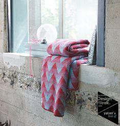 "under a ""Roros Tweed"" Blanket ! Textiles, Textile Patterns, Geometrie Variable, Tweed, Simply Red, Warm Blankets, Nordic Design, Scandinavian Style, Vintage Industrial"