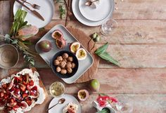 Rather than just rehashing the old blue-white-and-red theme for this year's Australia Day lunch, why not go for a table setting look that's rustic and undeniably chic?