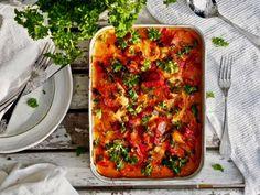 Igorin kana, alkuperäinen resepti löytyy täältä! Tervetuloa herkuttelemaan. Igorin kana on täydellistä rakkausruokaa, joka on jo hurmannut kymmenet tuhannet Vegetable Pizza, Lasagna, Zucchini, Vegetables, Ethnic Recipes, Food, Salt, Essen, Vegetable Recipes