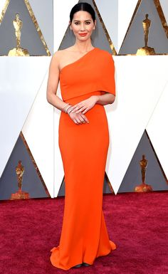 Pin for Later: See the Oscars Red Carpet Looks Everyone's Still Talking About Olivia Munn Wearing a Stella McCartney dress and Forevermark jewelry. Oscar Gowns, Oscar Dresses, Evening Dresses, Party Dresses, Stella Mccartney Vestidos, Stella Mccartney Dresses, Celebrity Red Carpet, Celebrity Dresses, Celebrity Style