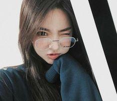 ▪ ulzzang boys and girls. Ulzzang Girl Fashion, Ulzzang Korean Girl, Cute Korean Girl, Asian Girl, Ulzzang Girl Selca, Uzzlang Girl, Girls With Glasses, Girl Glasses, Aesthetic Girl