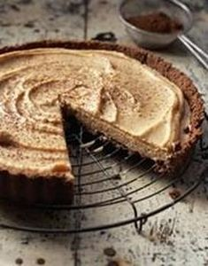 Peanutbutter and Amarula Mousse Tart. Recipe in Afrikaans! Mousse, No Cook Desserts, Dessert Recipes, Kit Kat Brownies, Tart Recipes, Cooking Recipes, Fridge Cake, South African Recipes, Meringue Cookies