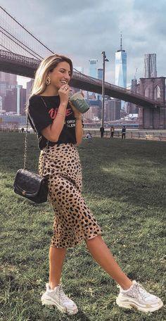 Realization By Seidenrock Midirock Leoparden-Midirock Seidenmidirock . - Realization By Seidenrock Midirock Leoparden-Midirock Seidenmidirock - Nyc Fashion, Look Fashion, Trendy Fashion, Womens Fashion, Trendy Style, Classic Fashion, Fashion Trends, Short Women Fashion, Fashion Blogger Style