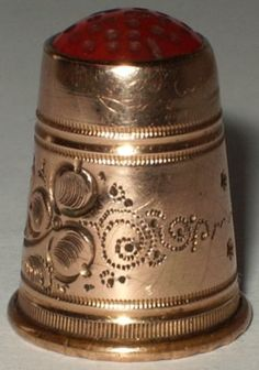 Vintage-Scandinavian-Gold-Plated-Thimble-Carnelian-Stone-Top