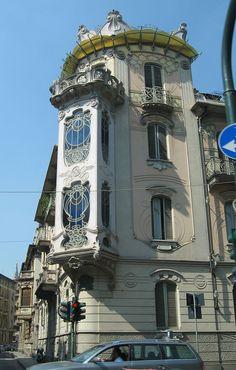 Torino - La Casa Fenoglio-Lafleur, in Via Principi d'Acaja 11, considerata uno dei maggiori esempi architettonici dello stile Liberty italiano nonché vero emblema della stagione dello Stile floreale torinese