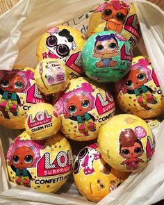 Мы решили больше от вас не скрывать что лолы есть в наличии в нашем магазине можно приобрести оригинальные шарики LOL SURPRISE которые получаем мы из США 3 серия конфетти поп 2000 3 серия питомцы 1 и 2 волна 1700 3 серия сестрёнки 1350 3 серия бомбочки (куклы внутри нет) 500 2 серия сестрёнки 1000 P.S. Глитерных куколок больше не будет их уже не выпускают в Америке они все распроданы __________________________________________ #монстерхай #монстерхайкуклы #монстерхайвладивосток #мх #клеоден Sleepover Party, Slumber Parties, Num Noms Toys, Mickey Mouse Room, 6th Birthday Cakes, Monster High Birthday, Baby Doll Accessories, Making Hair Bows, Lol Dolls