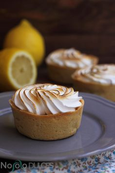Not only sweets - Lemon pie lemon tartlets Köstliche Desserts, Delicious Desserts, Yummy Food, Sweet Recipes, Cake Recipes, Lemon Tartlets, Puff And Pie, Tartelette, Mini Pies