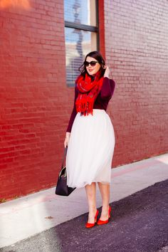 When You Dress Nice, Others Are Nicer To You. Many people enjoy trying to improve their fashion sense. Red Tulle Skirt, Tulle Skirts, Dress Skirt, Sell Old Clothes, Diy Clothes, Clothes For Women, Over 50 Womens Fashion, New Fashion Trends, Women's Fashion