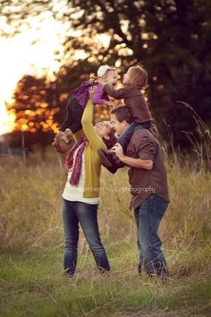 Cute pic..  Ideas for our family pics