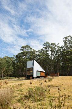 Ultimate Tiny House: The Bruny Island Retreat, an Off-Grid Cabin in Tasmania Trendy Mood, Japanese Style House, Bruny Island, Square Windows, Off Grid Cabin, Off Grid House, Dark Tree, Built In Furniture, Australian Architecture