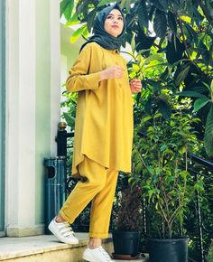 Young Hijab Within the last few 30 years, the evolution of fashion has been doing Pakistani Fashion Casual, Modern Hijab Fashion, Pakistani Dresses Casual, Modesty Fashion, Street Hijab Fashion, Hijab Fashion Inspiration, Stylish Hijab, Casual Hijab Outfit, Hijab Chic