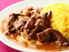 肉料理の専門家が教える!本格「ビーフストロガノフ」レシピが超簡単 - macaroni Rice Recipes, Cooking Recipes, Cooking Ideas, Soups And Stews, Bon Appetit, Food And Drink, Favorite Recipes, Beef, Dinner