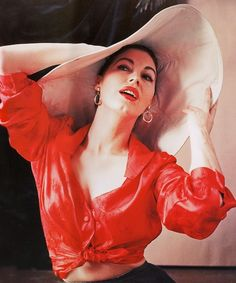 "meow-retrogasm: ""Ava Gardner by Milton Greene for Look Magazine) "" Glamour Hollywoodien, Old Hollywood Glamour, Vintage Glamour, Vintage Hollywood, Classic Hollywood, Fashion Glamour, Hollywood Fashion, Style Fashion, Milton Greene"