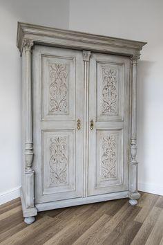 Ónémet szekrény újra gondolva. AS Paris Grey festve.
