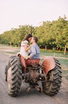 Love this!! Maybe with diff. Tractor! Farm engagement session #country #countrythang #countryengagementphoto #countrycouple