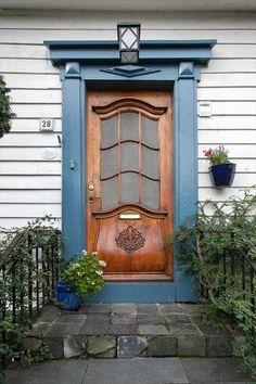 Eiganes, Stavanger, Norway.  Art Nouveau door.