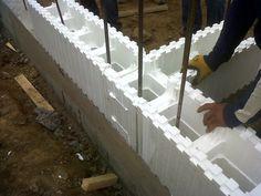 Materiales: mampostería, estructura y aislación en una única solución constructiva  http://www.plataformaarquitectura.cl/cl/767193/materiales-mamposteria-estructura-y-aislacion-en-una-unica-solucion-constructiva