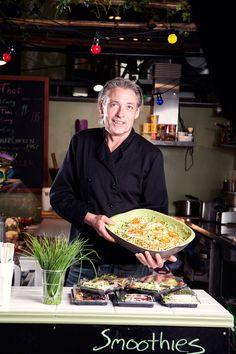 Norges første raw food kafé! Vi tilbyr en kreativ og velsmakende meny med fusion-mat bestående av kjente og nye raw food-retter i kombinasjon med spennende veganske thairetter.