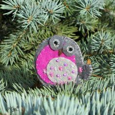 Brož Ptáček Zimní Christmas Ornaments, Holiday Decor, Home Decor, Decoration Home, Room Decor, Christmas Jewelry, Christmas Decorations, Home Interior Design, Christmas Decor