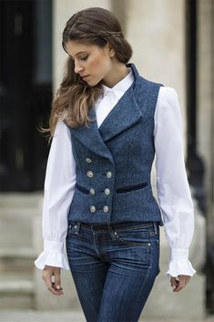 Sublime 7 Classic Women's Waistcoat Inspirations To Get a Retro Look Women's Waistcoat is a sleeveless outfit with a straight cut to waist with buttons on the front. Use after wearing a shirt and under a suit. Outfits o. Cool Outfits, Casual Outfits, Fashion Outfits, Women's Fashion, Petite Fashion, Curvy Fashion, Fashion Trends, Costumes Outlander, Dandy Look