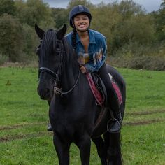 Free Rein Tv Show, Horse Background, Horse Movies, Book Tv, Netflix Series, Best Shows Ever, Raven, Equestrian, Riding Helmets