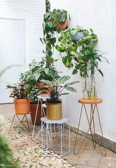 Mármore, cortiça e alumínio são alguns dos materiais utilizados pelas meninas da Selvvva na criação dos vasos e suportes para as plantas.