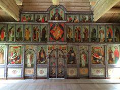 Une iconostase est une cloison, de bois ou de pierre, qui, dans les églises de rite byzantin, particulièrement orthodoxes, sépare les lieux où se tient le clergé célébrant du reste de l'église où se tiennent le chœur, le clergé non célébrant et les fidèles. Il est souvent recouvert d'images saintes pour éduquer le peuple