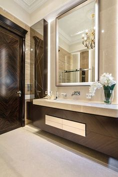 dark wood and cream interior // flower plant decor Contemporary Bathroom Designs, Bathroom Design Luxury, Modern Interior Design, Luxury Interior, Modern Bathroom, Interior Design Kitchen, Boho Bathroom, Bathroom Inspo, Bath Design