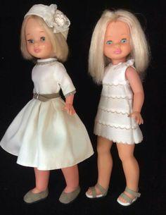 Nancys con diseños El Costurero de Chus. Vestido beige y gorro.