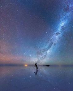 An enthralled stargazer is immersed in the stars as the luminous purple sky is mirrored in the thin sheet of water across the world's largest salt flat, Salar de Uyuni in Bolivia. - Mesmerizing Astronomy Photos Are The Best Of 2015 Beautiful World, Beautiful Places, Beautiful Pictures, Beautiful Moon, Amazing Places, Photo Univers, Ciel Nocturne, Whatsapp Wallpaper, Sky Full Of Stars
