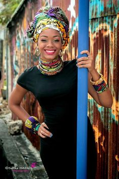 I love this 😍😍😍 Beautiful African headwrap. Perfect for all occassions and style! African Inspired Fashion, African Print Fashion, Africa Fashion, African Fashion Dresses, Fashion Prints, African Attire, African Wear, African Women, African Dress