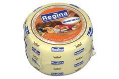 QUEIJO QUARTIROLO. É um queijo italiano, suave e macio, de leite de vaca, fabricado inicialmente na Lombardia, no outono. De acordo com algumas autoridades, este é o nome dado ao queijo Milano, que é fabricado de setembro a novembro.  A massa é caracterizada pela formação de olhaduras mecânicas e de coloração amarelo-palha homogênea. Deve ser fechada e muito macia. É mais apreciado por pessoas que preferem queijos suaves.
