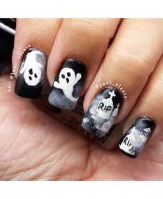 Spooksville: 18 Halloween nail art designs for trick-or-treat enthusiasts Halloween Inspo, Halloween Nail Designs, Halloween Looks, Halloween Nail Art, Scary Decorations, Holiday Nail Art, Some Ideas, Nail Art Designs, Nails Design