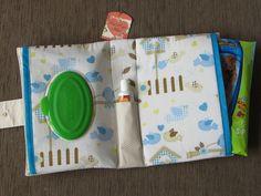 Porta Fraldas/Lenços Umedecidos/Pomada <br>Em tecido 100% algodão <br>Tam. aprox. 23 cm x 15 cm x 6 cm (profundidade)