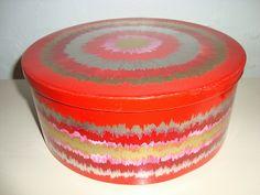 IRA Danish design retro tin from the 70s designed by Anita Wangel. IRA retro dåse fra 70'erne. #iradenmark #iradanmark #danishdesign #danskdesign #retro #tin #daase #anitawangel #kitchenware #tilsalg #forsale on www.TRENDYenser.com