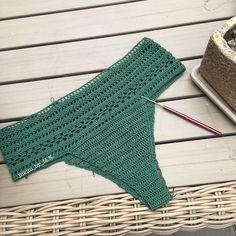 """349 curtidas, 6 comentários - Bikini_by_M.K. (@bikini_by_m.k_) no Instagram: """"Кружево кружево кружево И чудесный темно-зелёный цвет  Не могу решить что сделать : высокие…"""""""