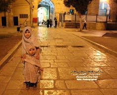 Muslim children in Jerusalem. Why can't we all just live in peace? Cute Little Baby, Little Babies, Cute Babies, Tattoo Photography, Travel Photography, Places Around The World, Around The Worlds, Baby Hijab, Love Hug