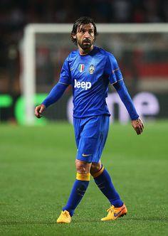 Andrea Pirlo is 36 today Football Icon, Best Football Players, World Football, Soccer Players, Football Soccer, Steven Gerrard, Juventus Fc, Zinedine Zidane, Premier League