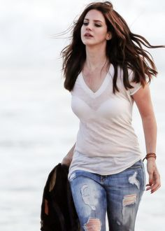 Lana Del Rey in Hot Ripped Jeans in Marina Del Rey Beach April 2014 Marina Del Rey Beach, Lana Del Rey Outfits, Elizabeth Woolridge Grant, Keep Calm, Indie, Babe, Celebs, Celebrities, Ripped Jeans